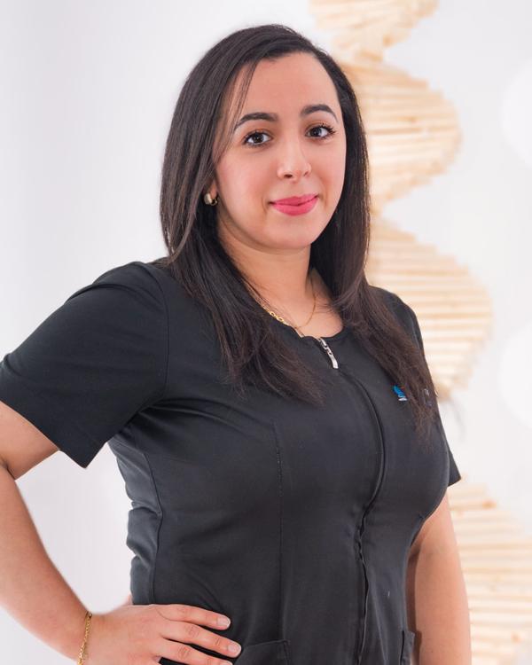 Houda, Assistante dentaire depuis 9 ans chez Écladent